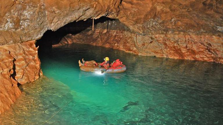 Bootsfahrt in der Höhle
