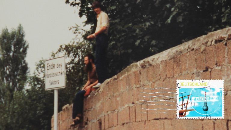 Jürgen auf einer Mauer in Berlin
