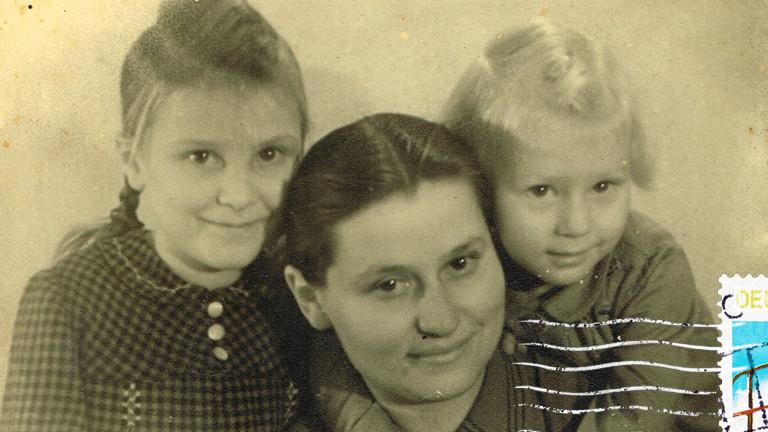 Geflüchtet aus der Großstadt: Mechthild, Maria und Irmgard May.