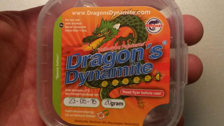 Eine Packung mit einem Drachen drauf
