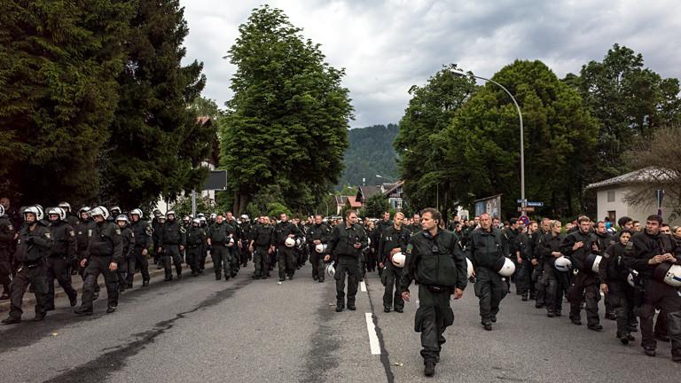 Polizeiaufmarsch in Wohngebiet