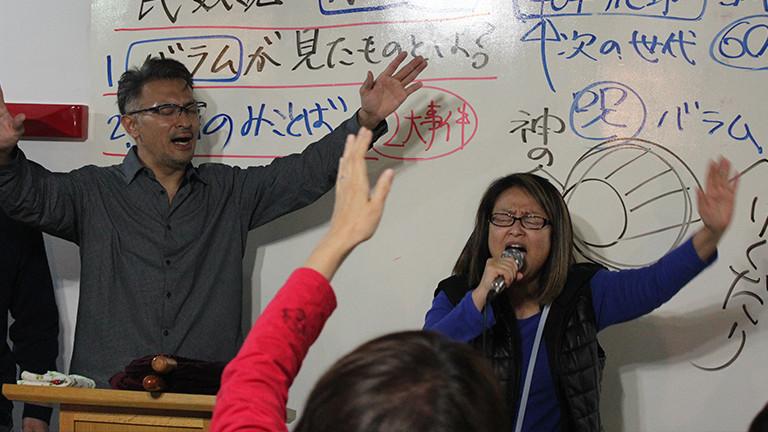 Shindo bei einer Predigt in seiner Kirche