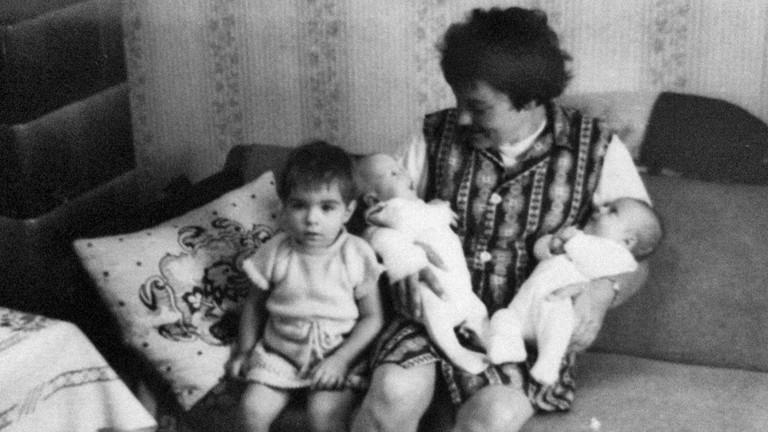 Anita mit ihren drei Kindern