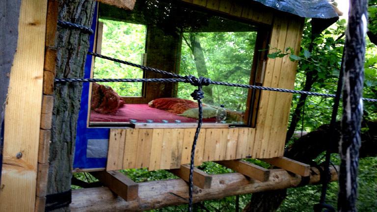 Ein Baumhaus im Hambacher Forst von Baumbesetzern, die gegen den Braunkohleabbau protestieren.