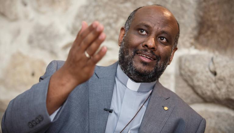 Portrait von Father Mussie Zerai, katholischer Priester mit erithreeischen Wurzeln