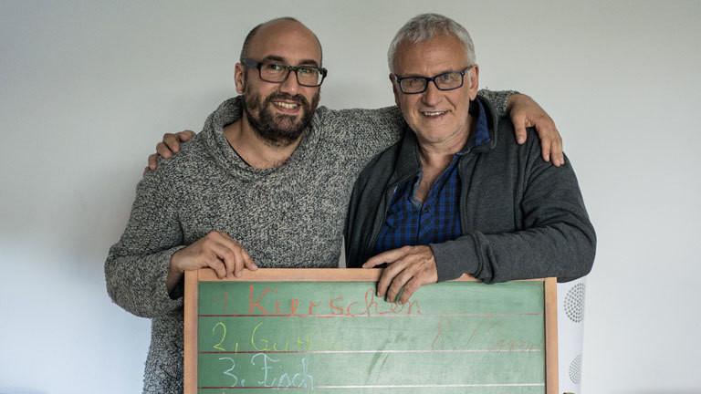 Deutschlandfunk-Nova-Autor Nail Al Saidi und sein alter Lehrer Dieter.
