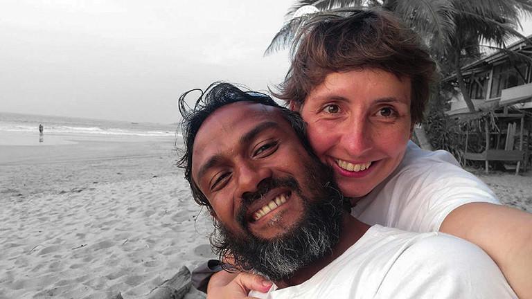 Romy und Mia am Strand in Sri Lanka