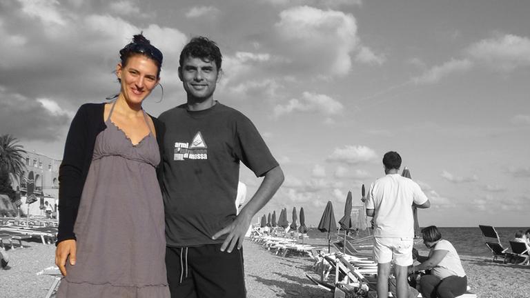 Larissa und ihr Cousin am Strand