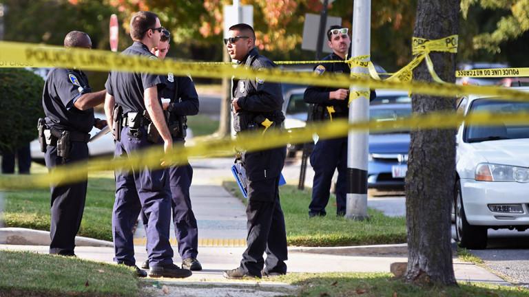 Polizisten in Baltimore vor einer Absperrung