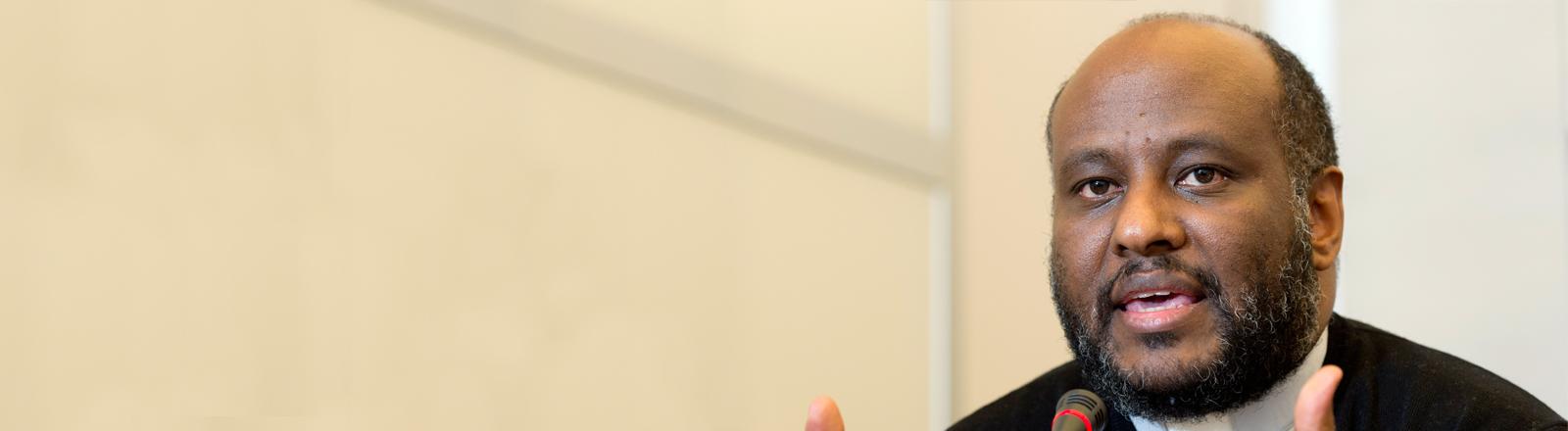 Pfarrer Mussie Zerai spricht auf einer UNHCR-Veranstaltung