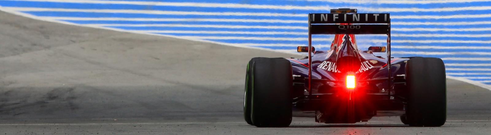 Am 31.01.2014 rast Sebastian Vettel in seinem Formel-Eins-Rennwagen über die Strecke von Jerez in Südspanien.