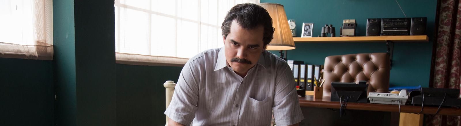 """Der brasilianische Schauspieler Wagner Moura als Pablo Escobar in der Netflix-Serie """"Narcos""""."""