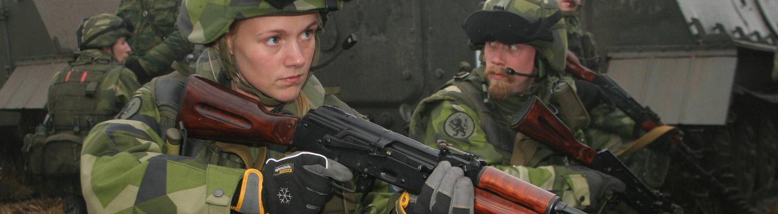Schwedische Soldaten bei einem gemeinsamen Manöver mit russischem Militär