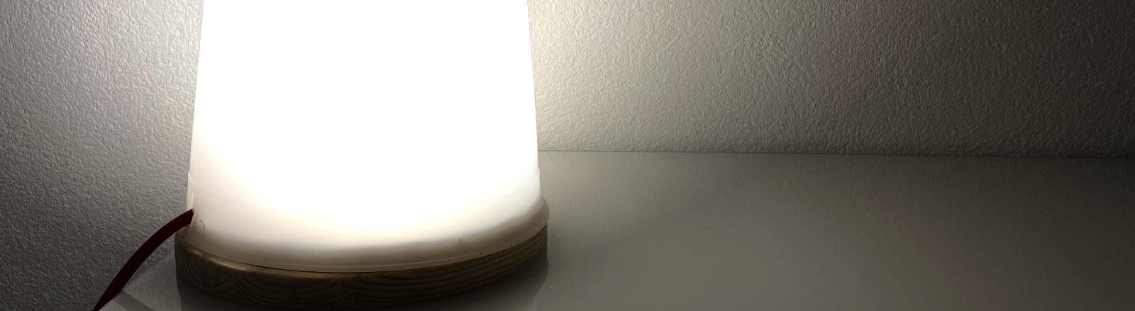 Mit einer Tageslicht-Lampe aufwachen.