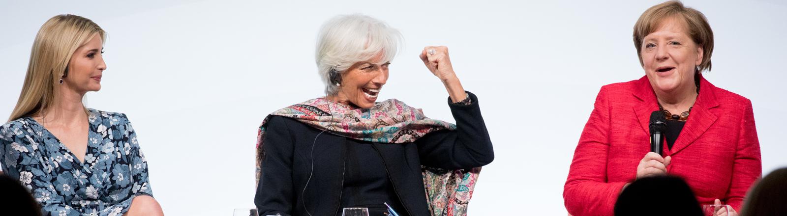 Ivanka Trump (l-r), die Tochter und Beraterin des US-Präsidenten, IWF-Chefin Christine Lagarde und Bundeskanzlerin Angela Merkel (CDU) sprechen am 25.04.2017 in Berlin