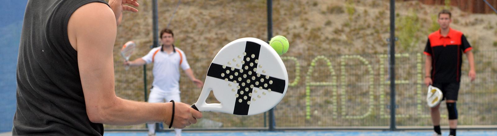 Menschen spiele Padel-Tennis