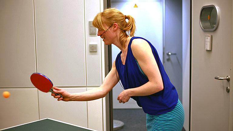Nora beim Tischtennis