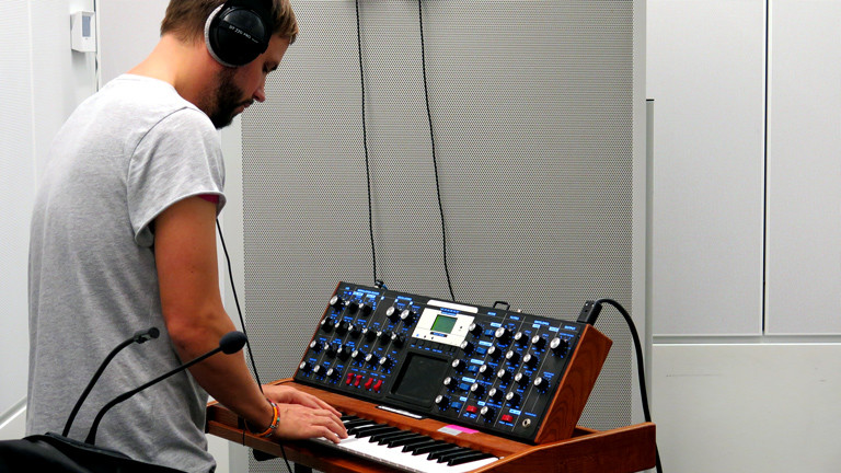 Chris Werner am Synthesizer