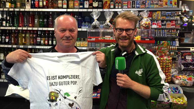 Christian Schmitt mit Stammgast Georg beim Trinkhallentag in Wattenscheid