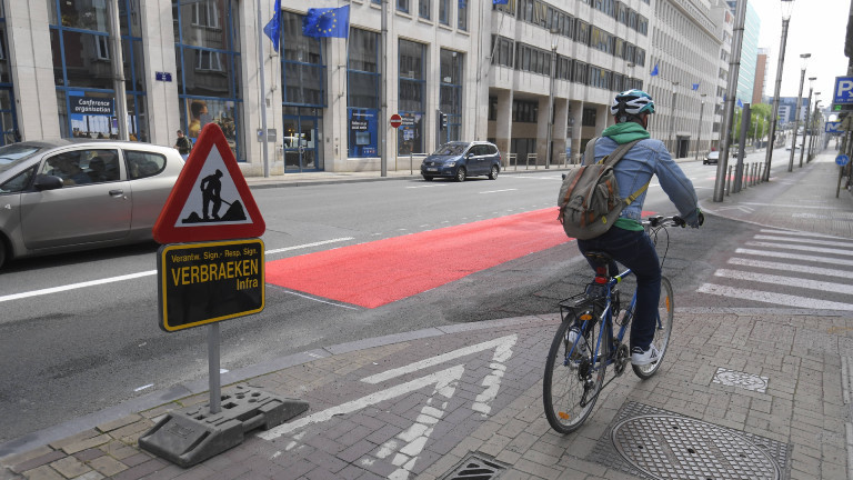 Illustration picture shows the Wetstraat - rue de la Loi, with a newly installed bicycle path, in Brussels, Tuesday 05 May 2020. Belgium is in week 8 of confinement in the ongoing corona virus crisis. Phase 1A of the exit plan from the lockdown situation in the country has started this week.