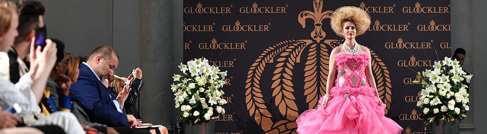 """Elna-Margret zu Bentheim bei der Modeinszenierung """"Die zertanzten Schuhe"""" am Vorabend der Berlin Fashion Week von Designer Harald Glööckler am 27.06.2016"""