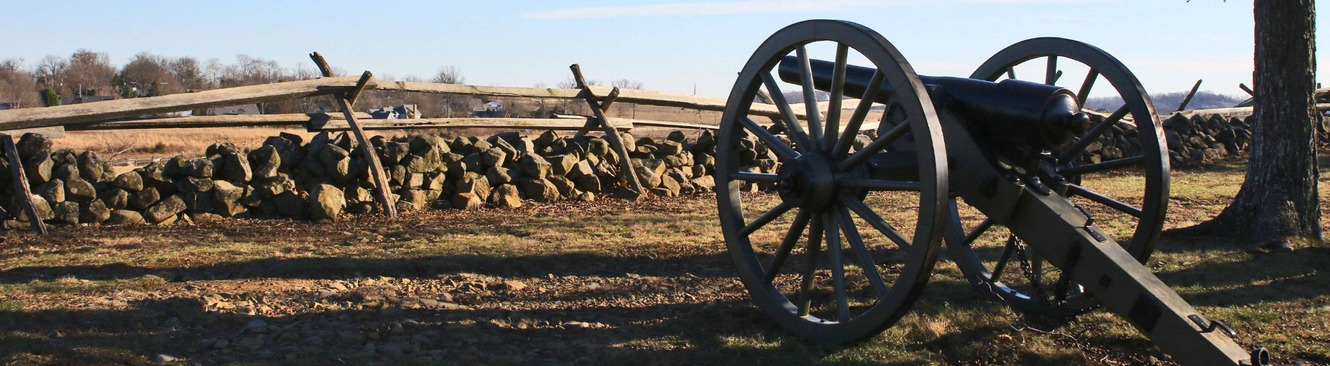 Gettysburg An der Strecke der Auto-Tour stehen immer wieder Kanonen und Gedenksteine,