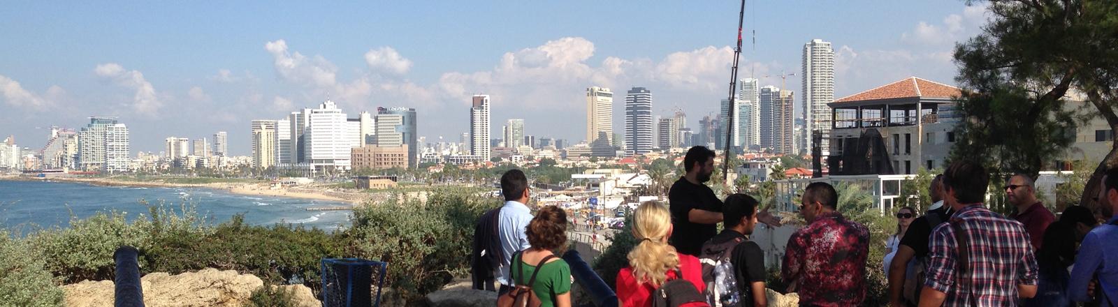 Israelis und Palästinenser gemeinsam auf Tour durch Tel Aviv.