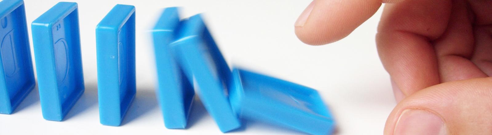 Kettenreaktion bei Dominosteinen