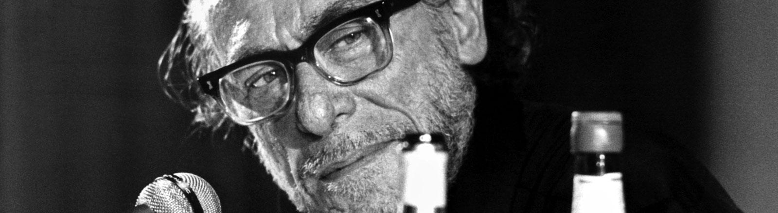 Charles Bukowski 1978 bei einer Lesung in Hamburg.