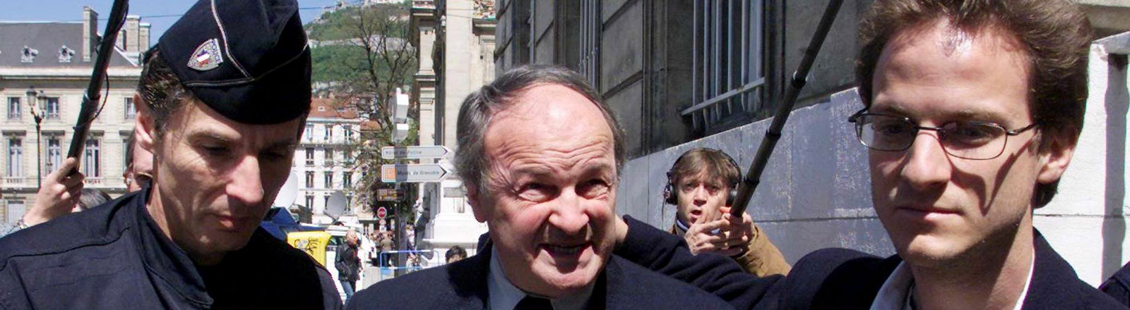 Michel Tabachnik wurde verteilt, weil er Mitglieder des Sonnentempler-Ordens zu Mord oder Selbstmord verleitet hat.