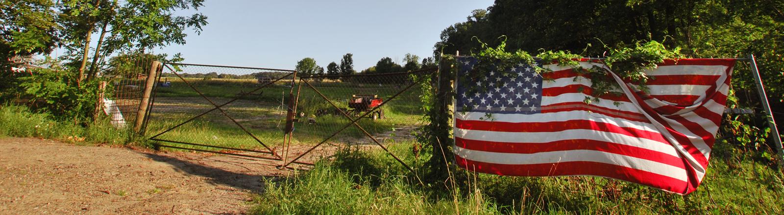 Gartenzaun mit USA Flagge