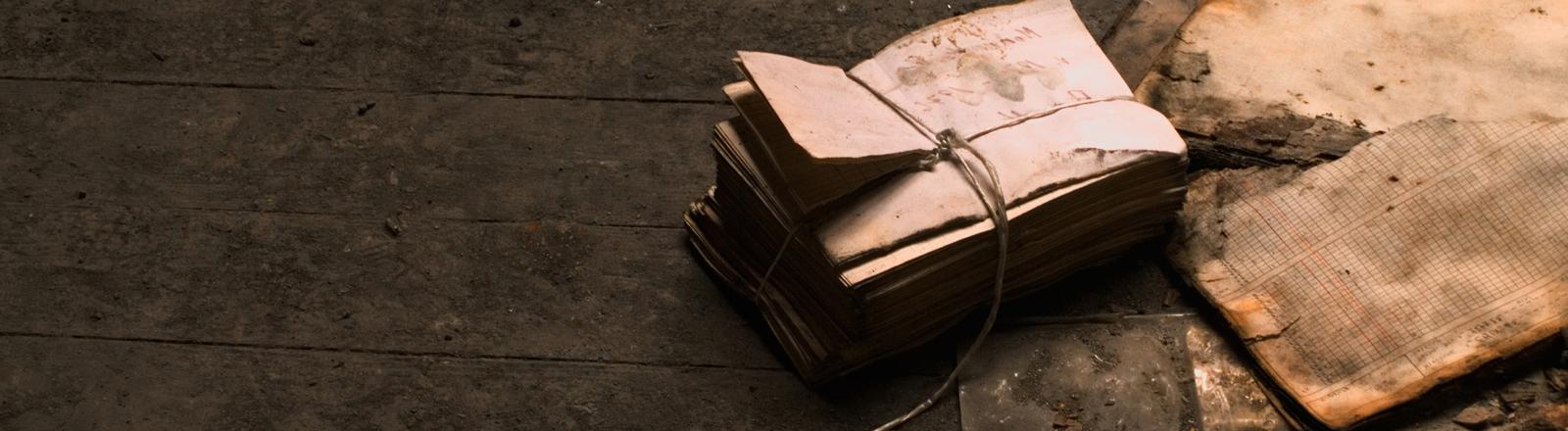 Staub und alte Papiere