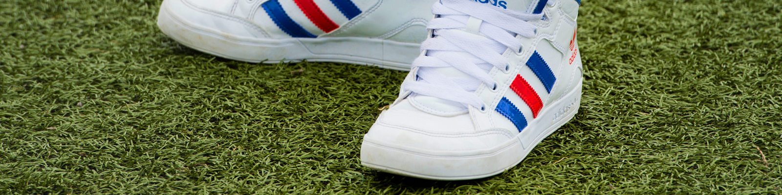 Adidas Turnschuhe.