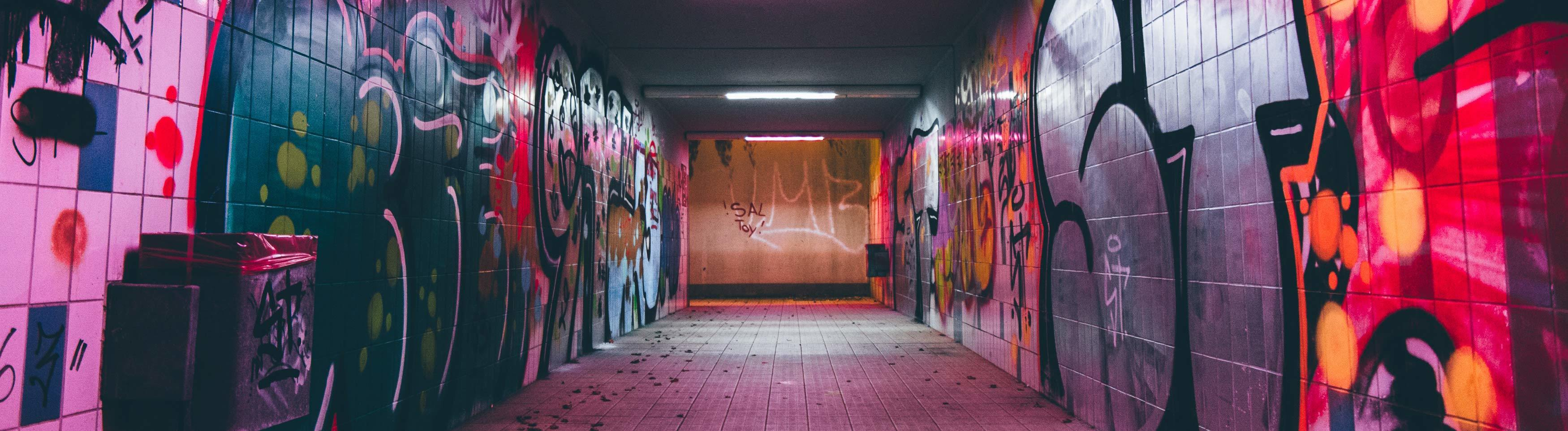 Unterführung mit Graffiti