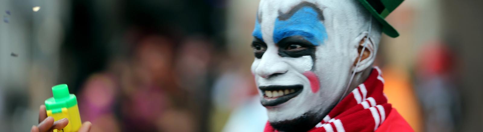 Ein Clown im Kölner Karneval.