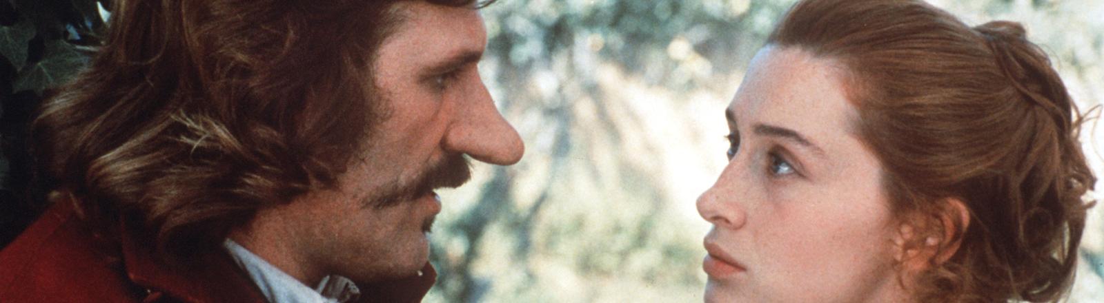 Gerard Depardieu als Cyrano de Bergerac und Anne Brochet als Roxane
