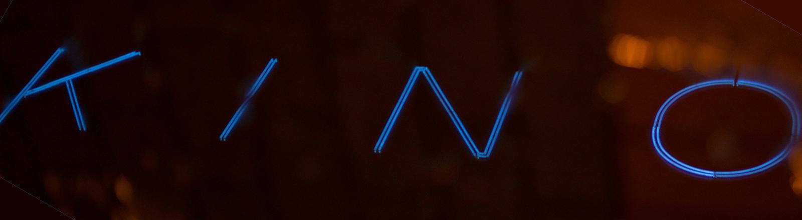 Kino-Leuchtschrift in Blau