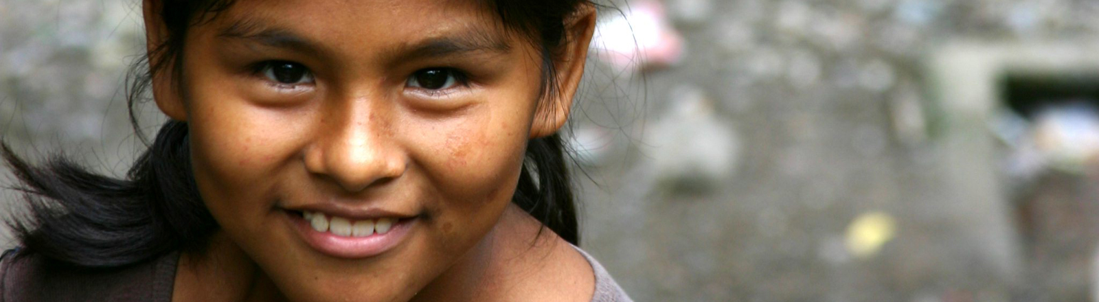 Ein indigenes Mädchen in Peru