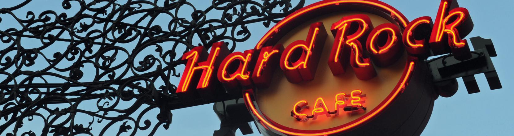Türschild eines Hard Rock Cafes
