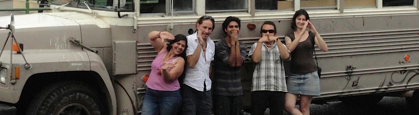Fünf Freunde und die Caravana Climatica - eine davon ist Juliana Bittencourt Bovolenta. Bis Dezember 2014 wollen sie ihre Ergebnisse bei der UN-Klimakonferenz in Lima präsentieren.