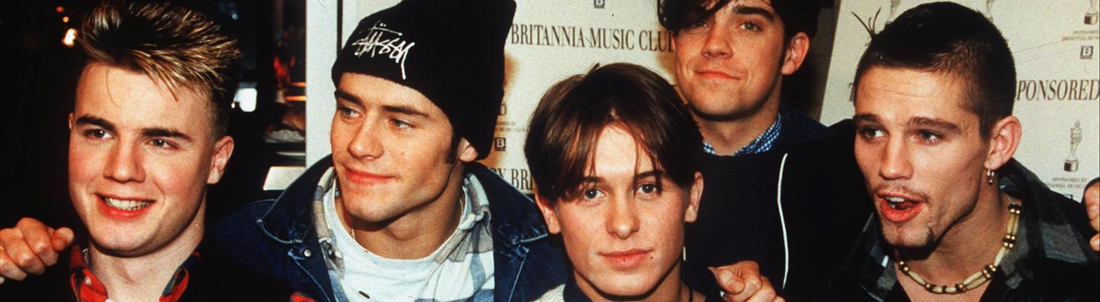 Die Bandmitglieder von Take That stehen nebeneinander, aufgenommen 1993; Bild: dpa