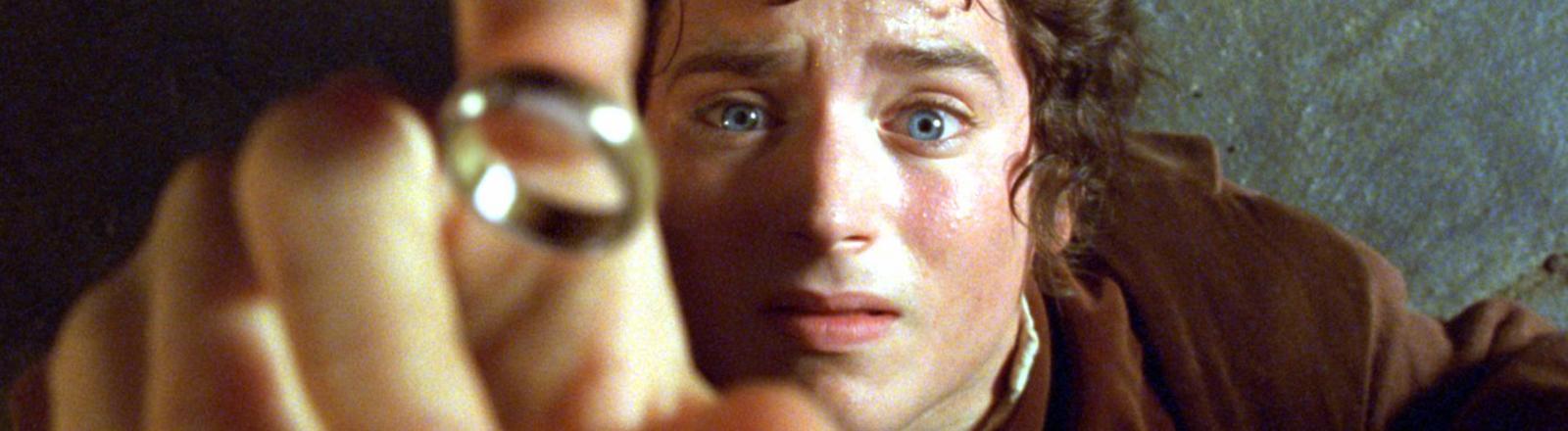 """Elijah Wood als Hobbit Frodo in einer Szene aus dem Kinofilm """"Der Herr der Ringe - Die Gefährten"""" nach der Vorlage von J.R.R. Tolkien."""