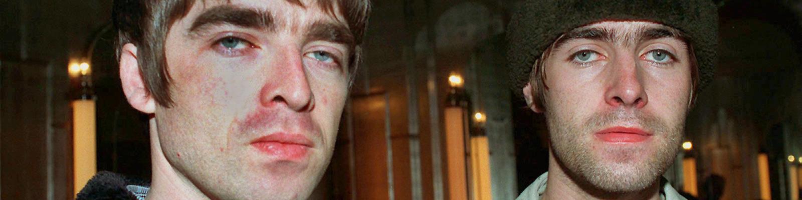 """Noel (l.) und Liam Gallagher der britischen Pop-Gruppe """"Oasis"""" brachen 1996 im Streit ihre US-Tour ab."""