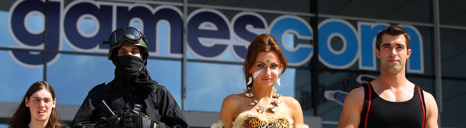 Computerspiele-Fans in Kostümen bei der Gamescom.