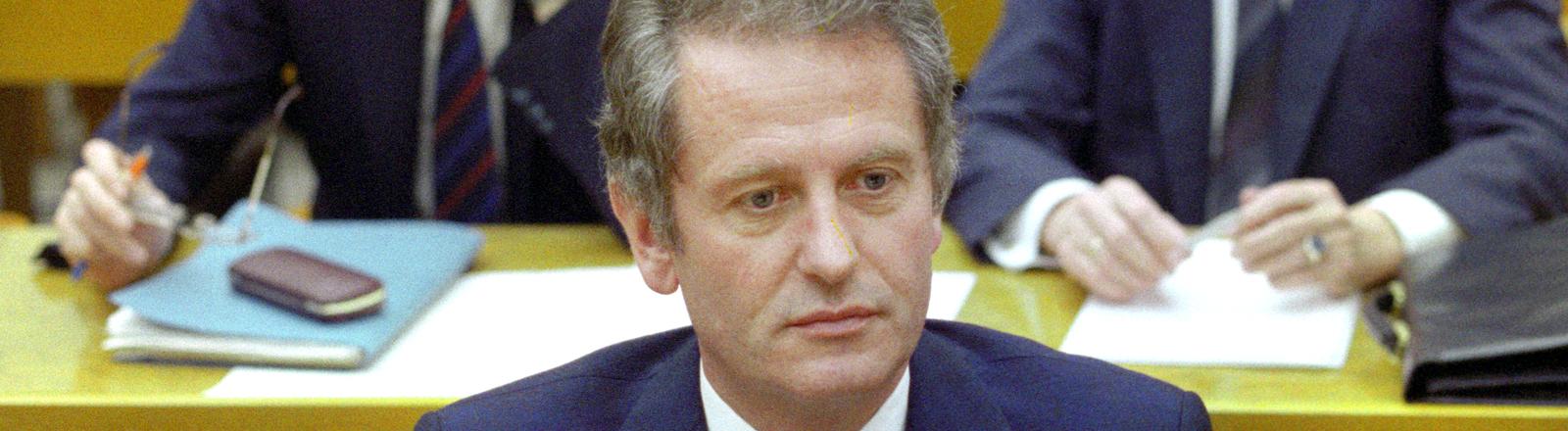 Uwe Barschel, schleswig-holsteinischer Ministerpräsident a.D., bei der konstituierenden Sitzung des schleswig-holsteinischen Landtags am 02.10.1987 in Kiel.
