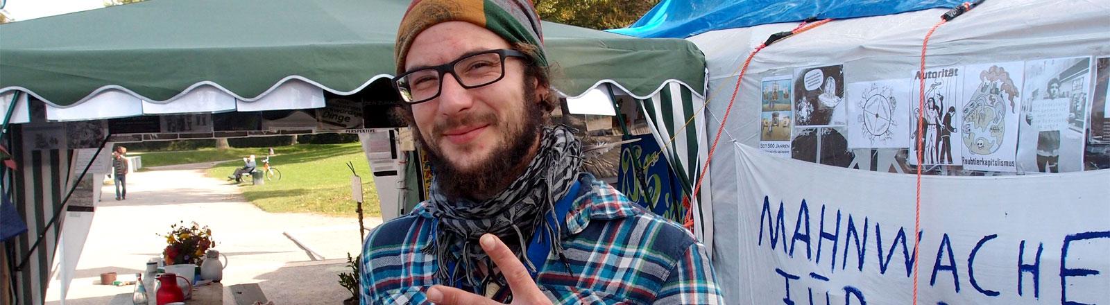 Lars ist Aussteiger und lebt in der Kölner Friedenswerkstatt.