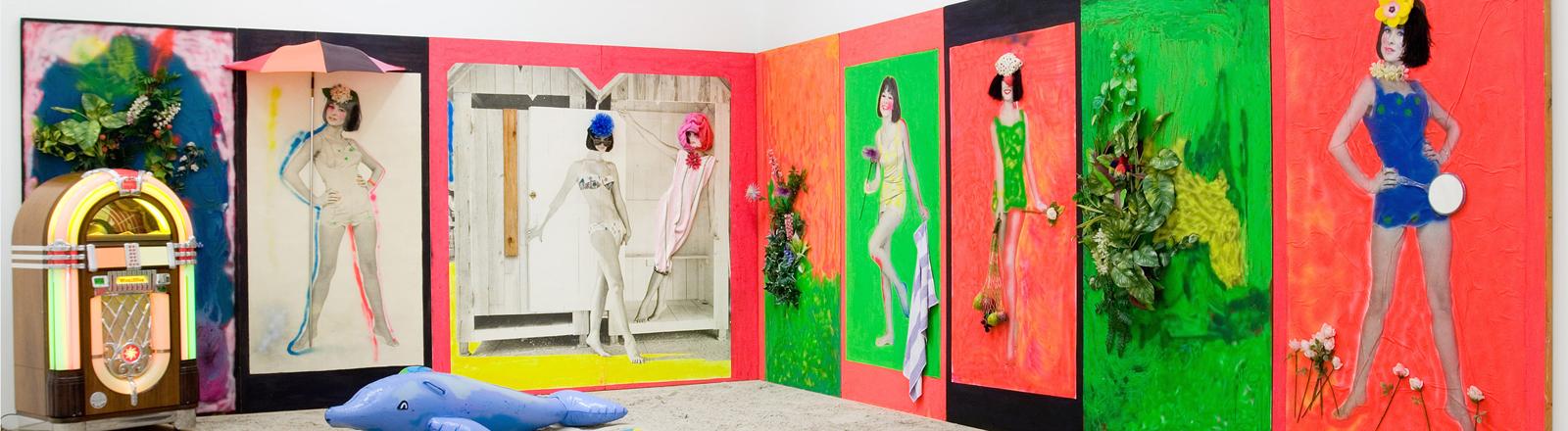 """Die Strand Installation vom Künstler Martial Raysse  in der Überblicksschau zum """"Nouveau Réalisme"""" im Sprengel Museum in Hannover 2008."""