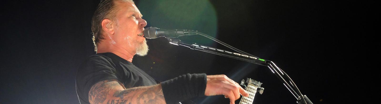 Der Sänger und Gitarrist James Hetfield der Heavy-Metal-Band Metallica 2009