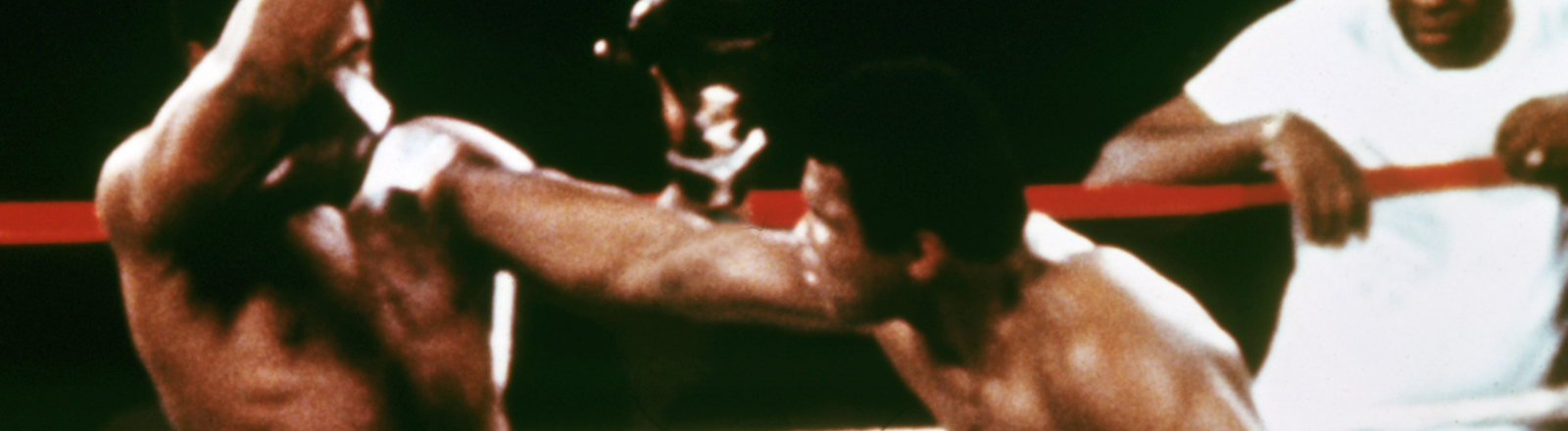 """Rumble in the Jungle"": Muhammad Ali (r) boxt am 30. Oktober 1974 beim WM-Kampf in Kinshasa, Zaire, gegen George Forman."