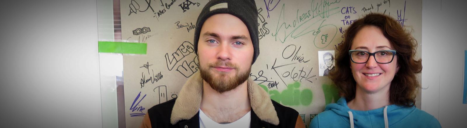Der isländische Singer-Songwriter Ásgeir und DRadio-Wissen-Moderatorin Sonja Meschkat